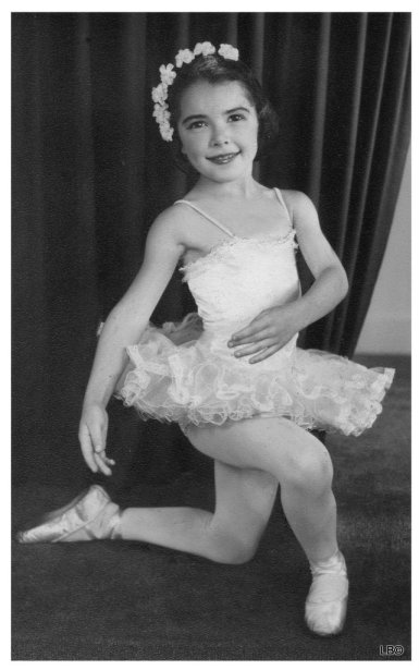 1-Linda Smit ballet B&W1963rest